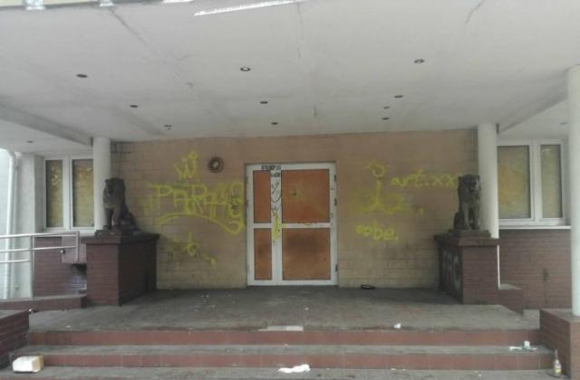 Wejście główne do hotelu apollo od strony ul. Ikara.