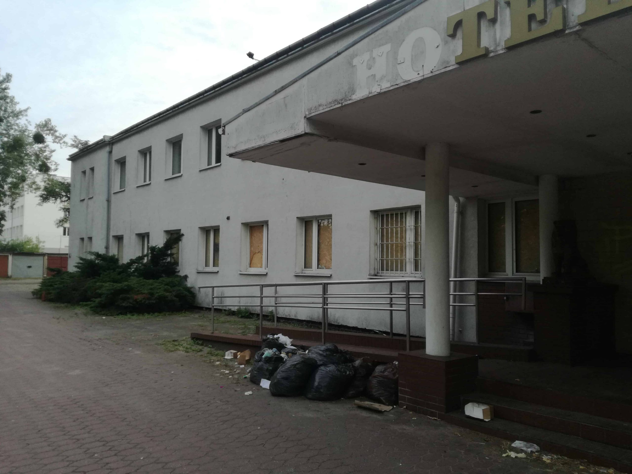 Budynek od frontu - Hotel Apollo - lewa strona.